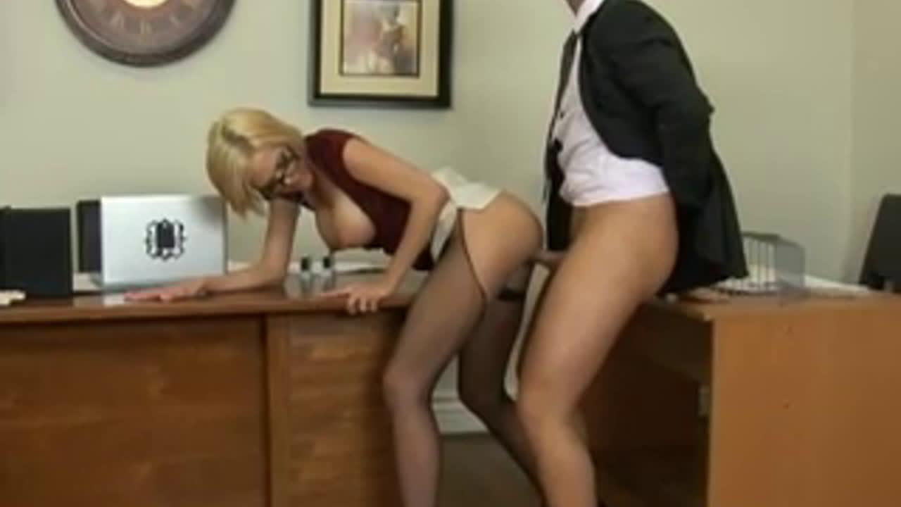 Секретарша мастурбирует пока никто не видит онлайн 14